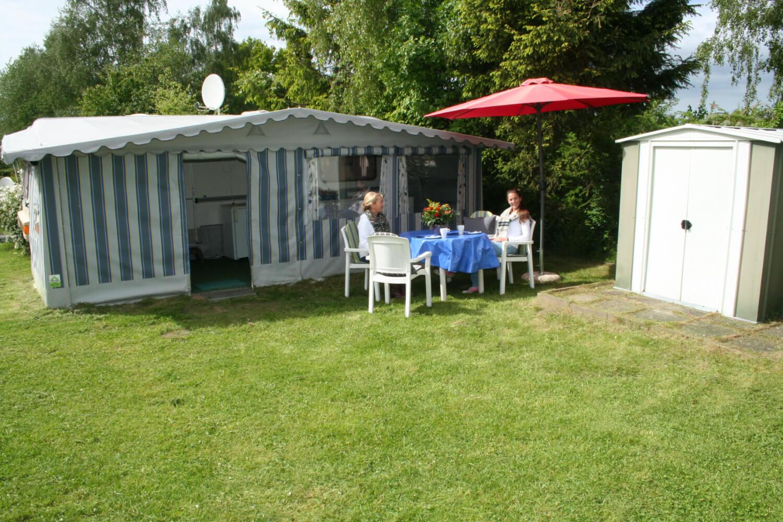 wohnwagen mieten camping augstfelde. Black Bedroom Furniture Sets. Home Design Ideas